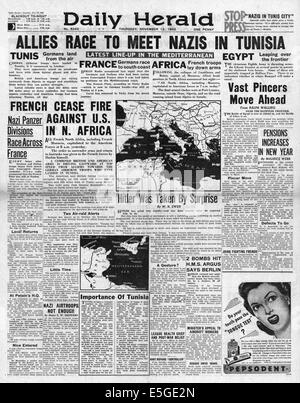 1942 Daily Herald front page reporting British 8th Army and U.S. Army advancing in Algeria and Tunisia - Stock Photo