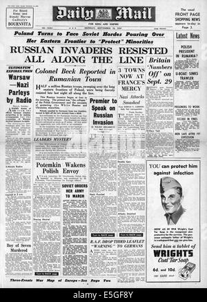 1939 Daily Mail front page reporting the flight of the Polish government from advancing German and Russian armies - Stock Photo