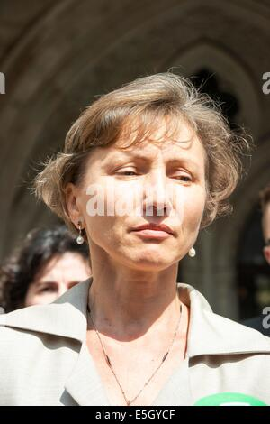 London, UK. 31st July, 2014.  Public Inquiry in to the death of Alexander Litvinenko is opened. Pic Shows his Widow - Stock Photo