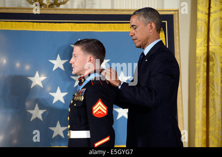 President Barack Obama, right, awards the Medal of Honor to retired U.S. Marine Corps Cpl. William Carpenter during - Stock Photo