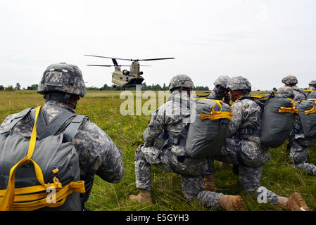 U.S. Army paratroopers with the 2nd Battalion, 503rd Infantry Regiment, 173rd Airborne Brigade Combat Team prepare - Stock Photo