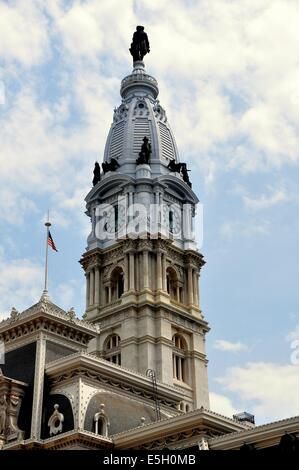 PHILADELPHIA, PENNSYLVANIA:  The 548 foot high tower topped by Alexander Milne Calder's statue of William Penn atop City Hall Stock Photo