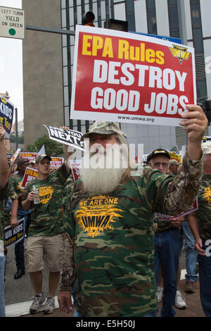 Pittsburgh, Pennsylvania, USA. Members of the United Mine Workers of America rallied against the Obama administration's - Stock Photo