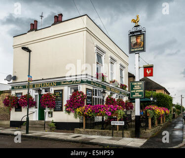 The Rifleman - traditional English pub named after WW1 'Battle of Loos' hero, Frank Edwards - Twickenham, London, - Stock Photo