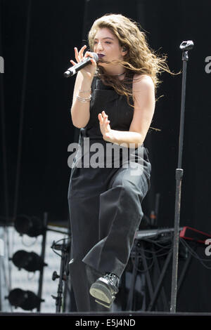 Chicago, Illinois, USA. 5th Jan, 2012. Vocalist LORDE performs live at the 2014 Lollapalooza Music Festival in Chicago, - Stock Photo