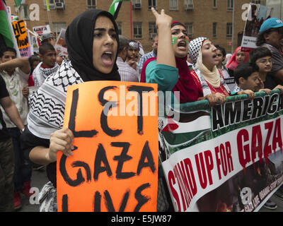 USA: NYC, NY. Pro-Palestinian demonstration at Columbus Circle protesting Israeli attacks against Gaza, August 1, - Stock Photo