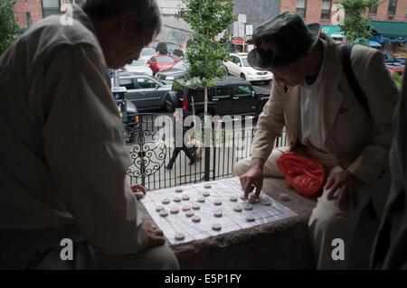 Chinese men playing mahjong aka mah jongg Columbus Park Chinatown New York City lower east side. Columbus Park (Mulberry - Stock Photo