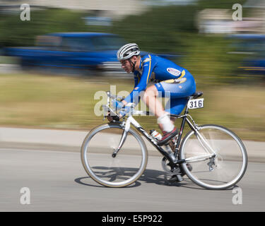 Alberta, Canada. 4th Aug, 2014.Racer speeds along a city street on a lap of the Criterium in the community of Bowness - Stock Photo
