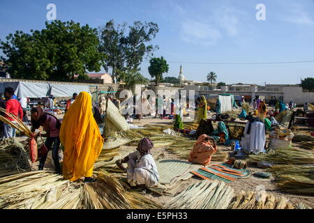 Women selling their goods at the colourful Monday market of Keren, Eritrea, Africa - Stock Photo
