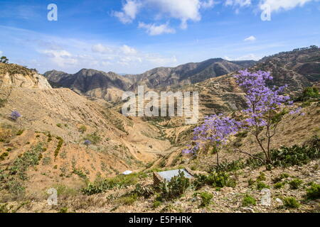 Mountain scenery along the road from Massawa to Asmara, Eritrea, Africa - Stock Photo