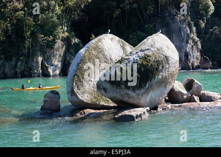 Split Apple Rock in Tasman Bay, Abel Tasman National Park, Nelson region, South Island, New Zealand, Pacific - Stock Photo