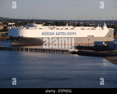 The 59816ton autoliner 'Hoegh Trader' leaving the river Tyne from the Nissan car terminal sailing towards the piers - Stock Photo