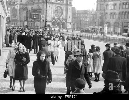 The picture from a Nazi news report shows people taking an Easter stroll near Zoologischer Garten station with the - Stock Photo