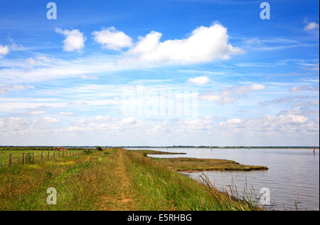 A view of the Angles Way long distance footpath by Breydon Water, near Great Yarmouth, Norfolk, England, United - Stock Photo