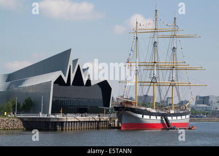The Riverside Museum of Transport and the Glenlee tall ship on the River Clyde, Glasgow Scotland - Stock Photo
