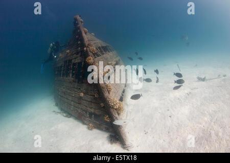 Local fishing dhoni wreck east of Bolifushi island on a sandy sea floor, south Male' atoll - Stock Photo
