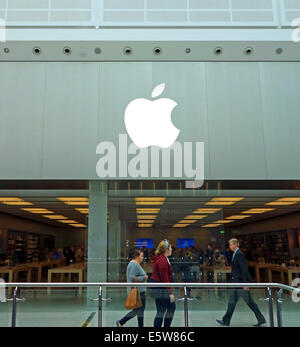 Apple store, Arndale shopping centre, Manchester, UK - Stock Photo