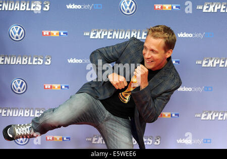 Cologne, Germany. 06th Aug, 2014. Oliver Pocher arrives for the premiere of the movie 'The Expendables 3' in Cologne, - Stock Photo