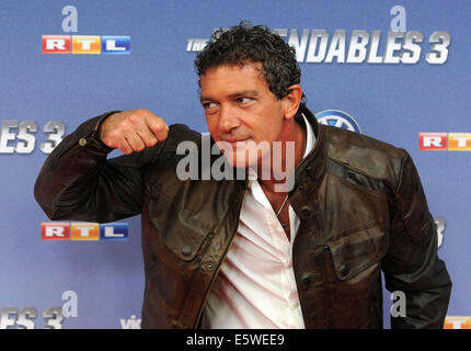 Cologne, Germany. 06th Aug, 2014. Actor Antonio Banderas arrives for the premiere of the movie 'The Expendables - Stock Photo
