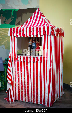 ... Seaside entertaineru0027s theatre tent used for Punch and Judy shows - Stock Photo & Red and White striped Punch and Judy booth ready for next show on ...