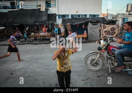 Gaza City, Gaza Strip, Palestinian Territory. 7th Aug, 2014. A picture taken on August 07, 2014 shows Palestinian - Stock Photo