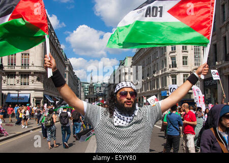 London, UK. 9th August, 2014.  A Protester, one of up to 150,000, awaits the beginning of the march from outside - Stock Photo