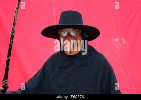 Ardesier, Invernesshire, UK 9th Aug, 2014. Plague Doctor with Mask at Scottish Homecoming Event.  The plague doctor's - Stock Photo