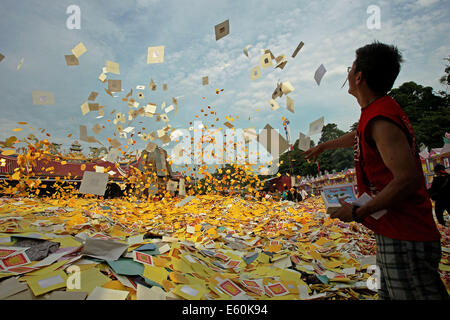 Medan, Indonesia. 10th Aug, 2014. A Chinese Indonesian throws fake money to honor their ancestors during the Hungry - Stock Photo