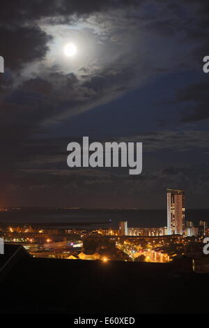 Swansea, UK. Sunday 10 August 2014  Pictured: Full moon at its closest and brightest to earth, which is known as - Stock Photo