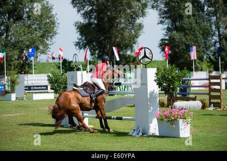 Bratislava, Slovakia. 10th Aug, 2014. difficulties of Zelinkova Zuzana (CZE) on horse Luka`s Ninja with hurdle during - Stock Photo
