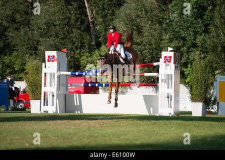 Bratislava, Slovakia. 10th Aug, 2014. Duff Jaclyn (CAN) on horse Stakkarus jumps over hurdle during Mercedes-Benz - Stock Photo