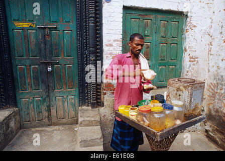 Man preparing and selling indian snacks in the street ( India) - Stock Photo