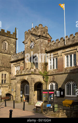 UK England, Dorset, Shaftesbury, High Street, Town Hall - Stock Photo