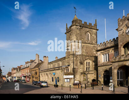 UK England, Dorset, Shaftesbury, High Street, and St Peter's Church, medieval pilgrimage church outside Abbey Precincts - Stock Photo