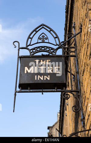 UK England, Dorset, Shaftesbury, High Street, Mitre Inn Sign - Stock Photo