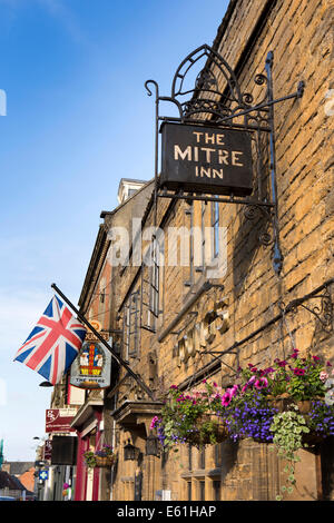 UK England, Dorset, Shaftesbury, High Street, Mitre Inn - Stock Photo