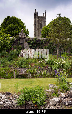 UK England, Dorset, Shaftesbury, Abbey ruins, King Alfred ststue and Holy Trinity redundant church - Stock Photo