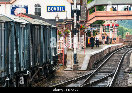 Looking along the track towards the platform at Bewdley railway station on the Severn Valley Railway - Stock Photo