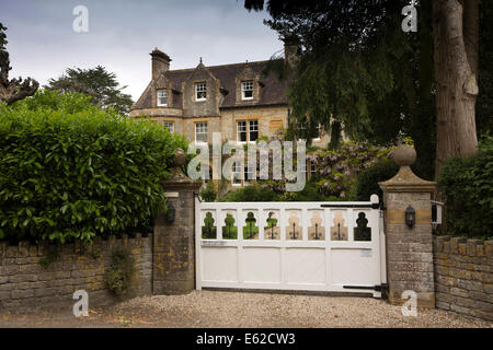 UK England, Dorset, Marnhull, Burton Street, The Lodge, grand country house - Stock Photo