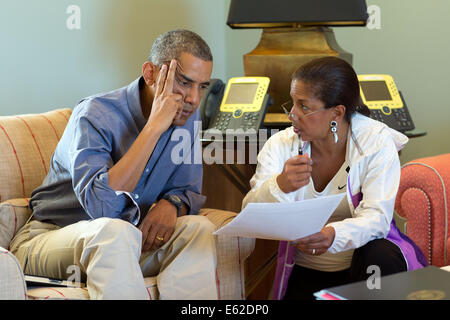 US President Barack Obama talks with National Security Advisor Susan E. Rice following telephone calls with foreign - Stock Photo