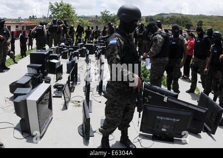 Tegucigalpa, Honduras. 12th Aug, 2014. Members of the Military Police of the Interagency National Security Force - Stock Photo