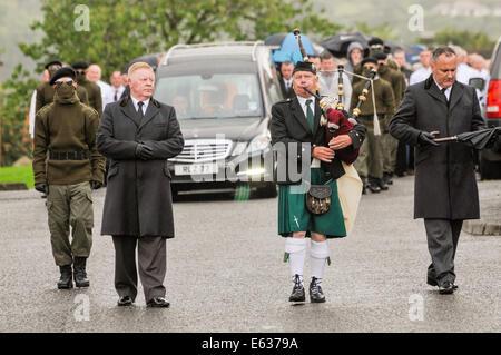 Belfast, Northern Ireland. 13 August 2014. Paramilitary funeral of veteran IRA volunteer Tony Catney Credit:  Stephen - Stock Photo