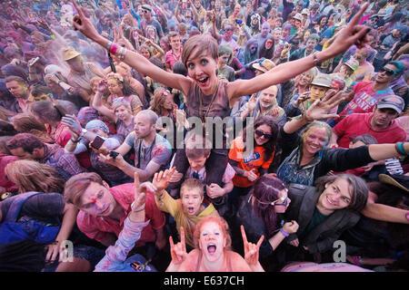 Festival goers throw coloured  powder at the Belladrum Tartan Heart Festival. Inverness, Scotland 2014 - Stock Photo
