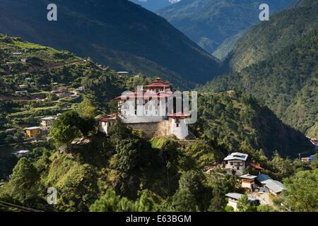 Eastern Bhutan, Lhuentse, Rinchentse Phodrang Dzong high above Kuri Chuu Valley - Stock Photo