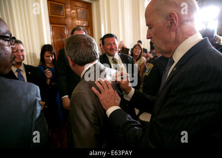 Vice President Joe Biden inscribes a photograph after honoring the 2014 National Association of Police Organizations - Stock Photo