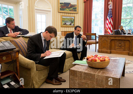 President Barack Obama talks on the phone with Sheikh Tamim bin Hamad Al Thani, Emir of Qatar, in the Oval Office, - Stock Photo