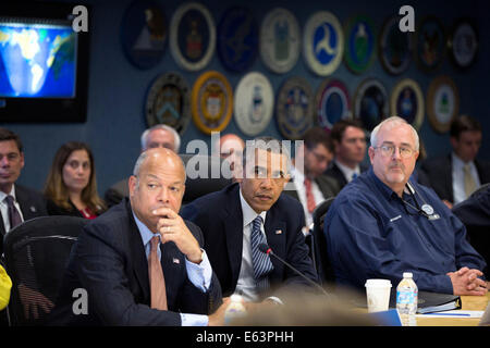 President Barack Obama participates in a hurricane preparedness briefing at the Federal Emergency Management Agency - Stock Photo