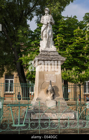 War Memorial, First World War, soldier with rifle standing on a pedestal, Gallic rooster at the bottom, further - Stock Photo