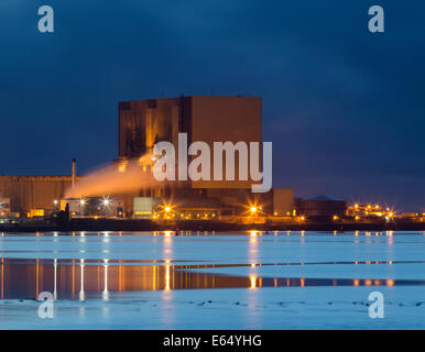 Hartlepool, UK. 15th Aug, 2014. Hartlepool Nuclear Power Station in pre dawn light. Two reactors at Hartlepool's - Stock Photo