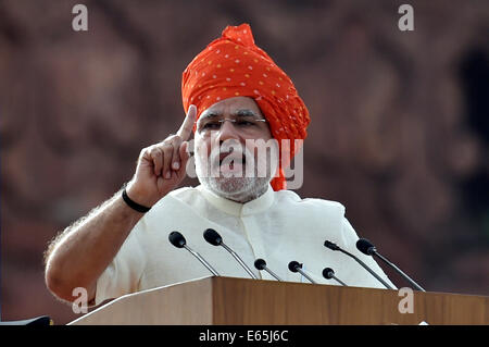 New Delhi. 15th Aug, 2014. Indian Prime Minister Narendra Modi delivers a speech at the Red Fort marking the 68th - Stock Photo